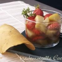 Soupe fraises rhubarbe et tuiles au thym