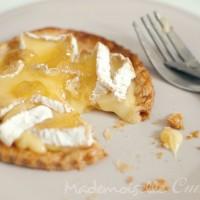 Tarte fine au camembert et gelée de pomme